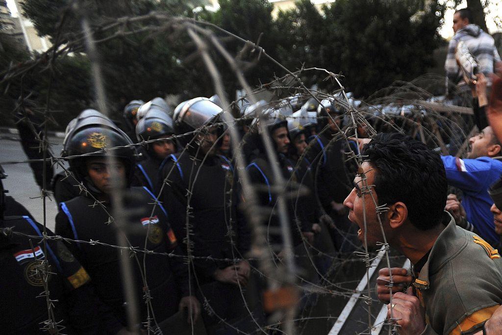 388 heridos en choque de policías y afición de futbol en Egipto
