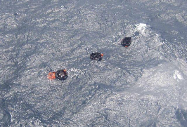 Buscan a desaparecidos de naufragio en Papúa