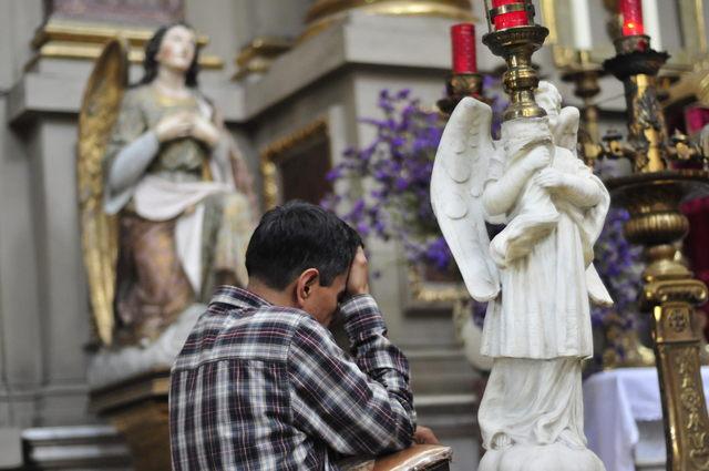 El antiguo párroco de Harlem, fue acusado de violar a una decena de estudiantes; la Santa Sede lo tiene bajo supervisión en una residencia de la Iglesia.