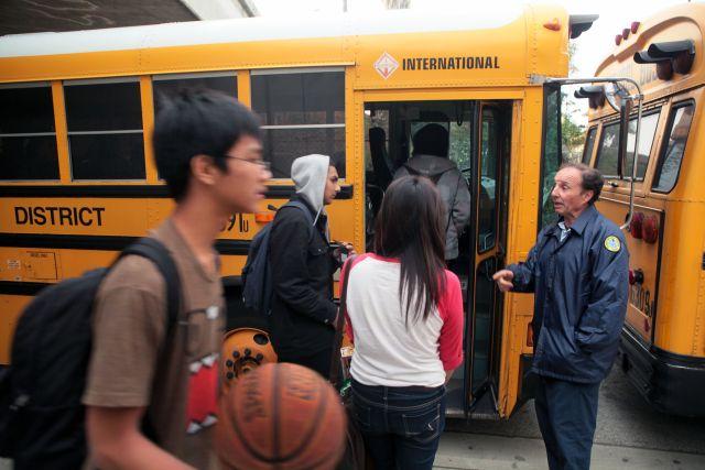 Podría restablecerse el transporte escolar