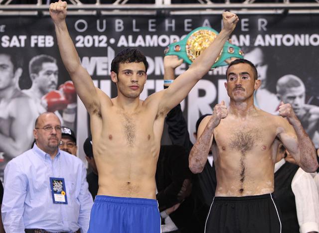 Julio César Chávez Jr. y Marco Antonio Rubio celebran luego de dar el peso oficial para su pelea de hoy en el Alamodome.