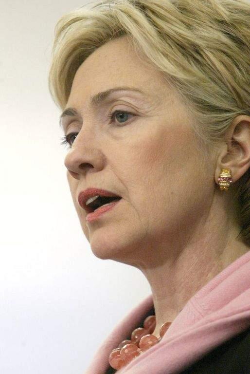 Hillary Clinton advirtió sobre las consecuencias que el asunto tendrá en la relación bilateral.