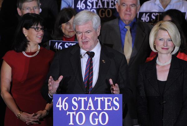 Gingrich dice que seguirá en la contienda