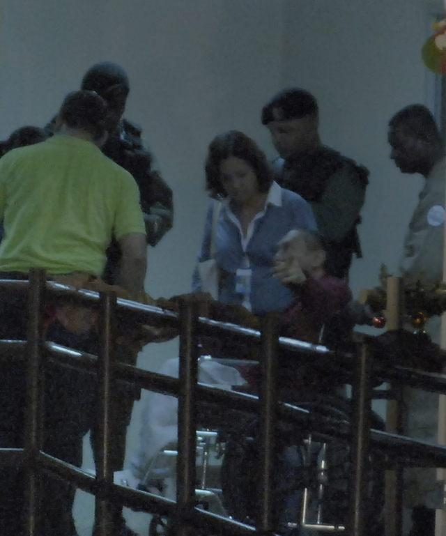 Manuel Antonio Noriega (c) a su llegada a la   cárcel.