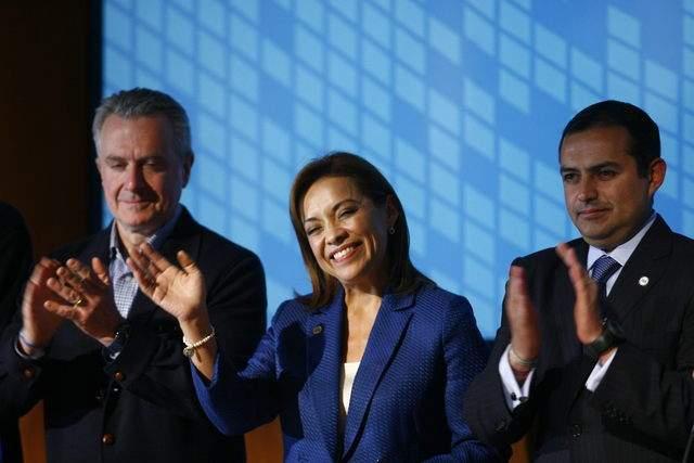 Vázquez Mota asegura que será la primera mujer en ser la presidenta de México. La acompañan: Santiago Creel (izq.) y Ernesto Cordero.