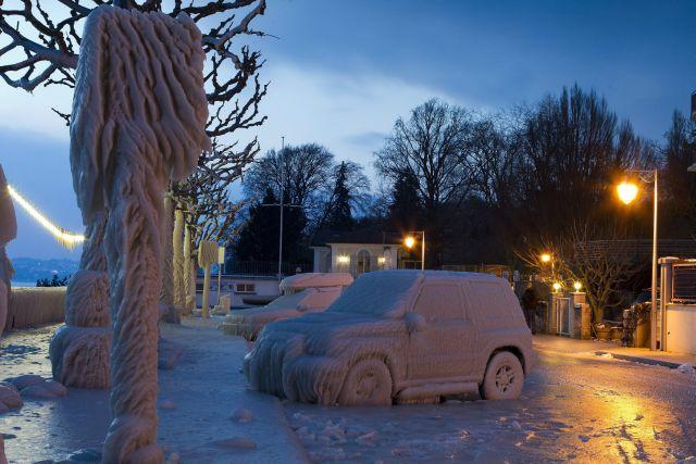 Las fuertes nevadas siguen causando problemas de circulación en toda Europa.