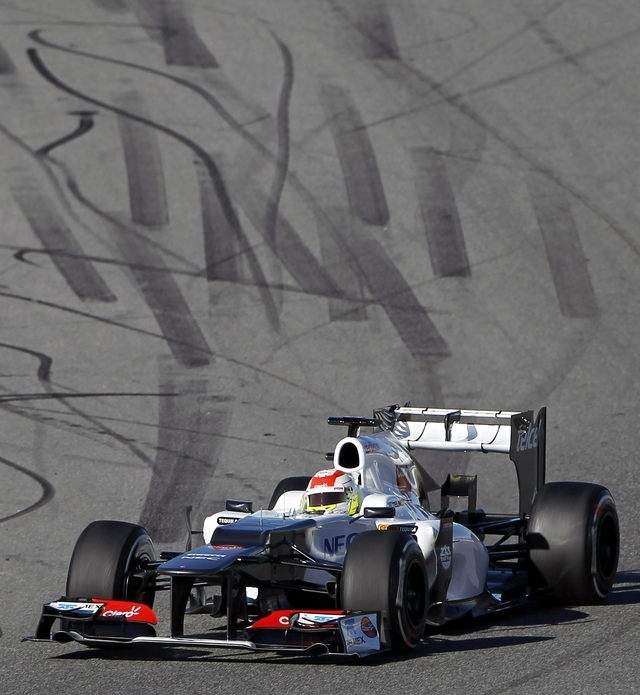 Sergio Pérez conduce su nuevo monoplaza C31 durante la segunda jornada de entrenamientos, ayer, en el circuito de Jerez.