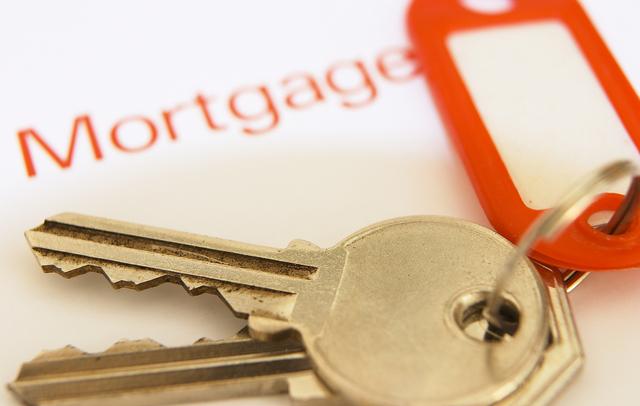 Hispanos favorecidos por acuerdo sobre abusos hipotecarios
