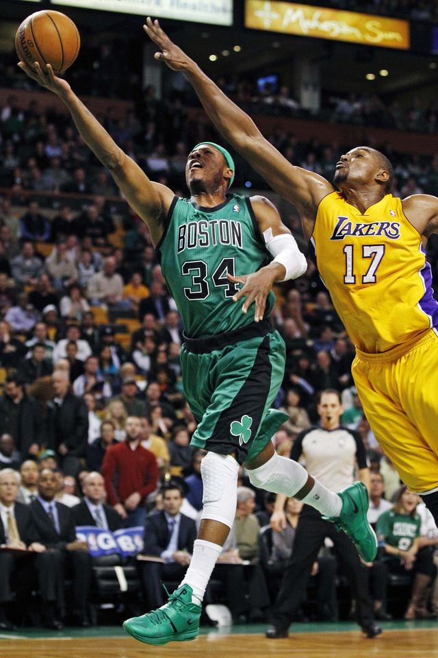 Lakers ganan de visita