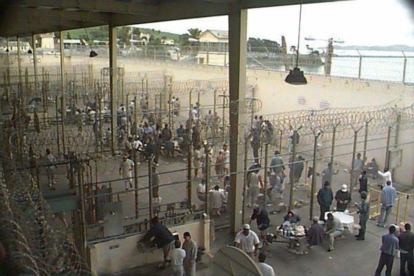Motín en San Quentin deja docenas de presos heridos