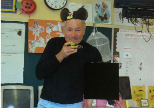 Maestro Berndt recibió $40,000 para renunciar