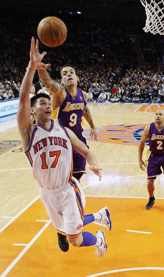 Lin brilla más que Kobe