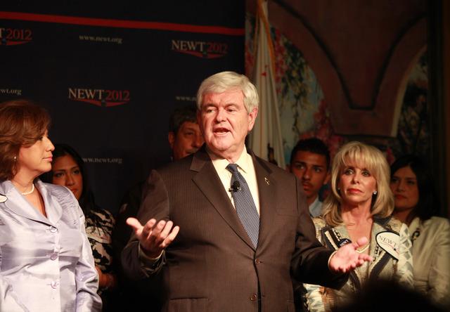 Gingrich asegura que sigue en la contienda