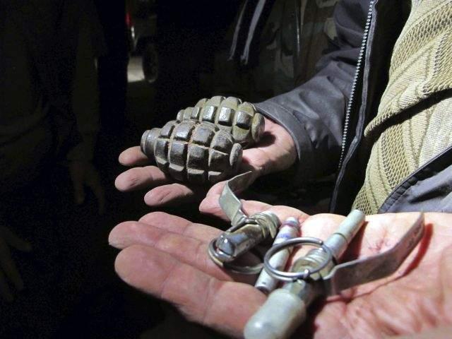 Lleva niña una granada de mano a la escuela