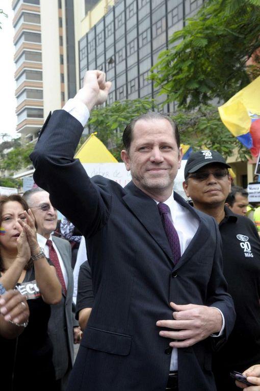 Panamá da asilo al director del diario El Universo