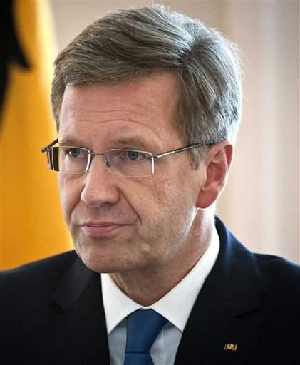 Renuncia presidente alemán por recibir favores