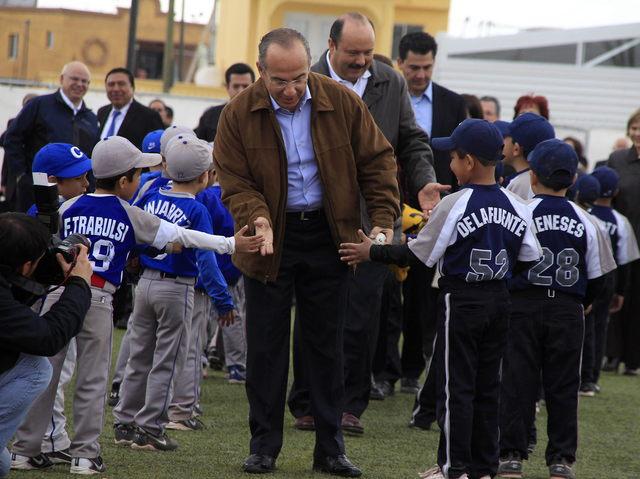 Calderón asegura baja en crímenes en Juárez