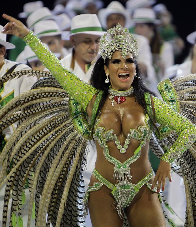 Brasil se entrega al frenesí del carnaval