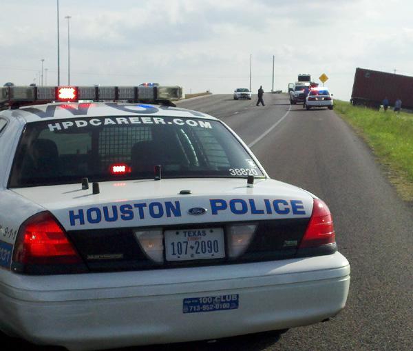 Policía herido en accidente múltiple