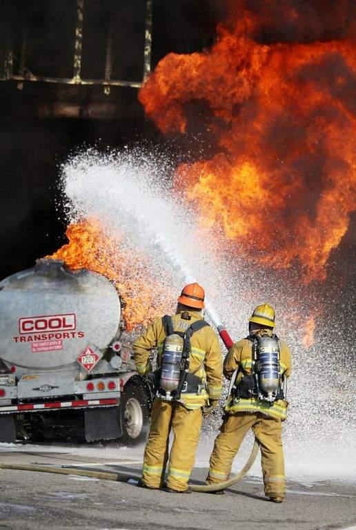 """$100 mil para el que """"sople"""" quién quemó los camiones"""