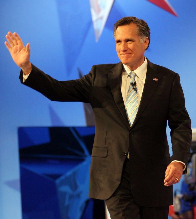 Romney es intransigente con migrantes: demócratas hispanos