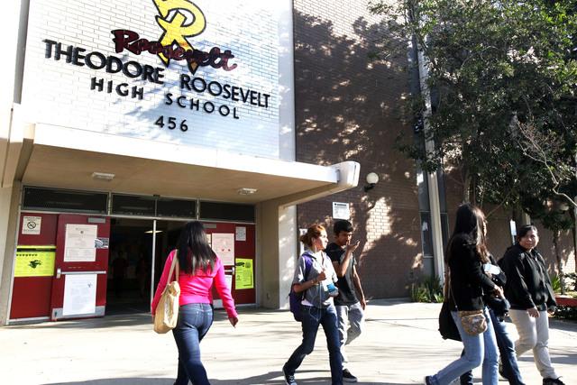 Echarán abajo la secundaria Roosevelt de Los Ángeles