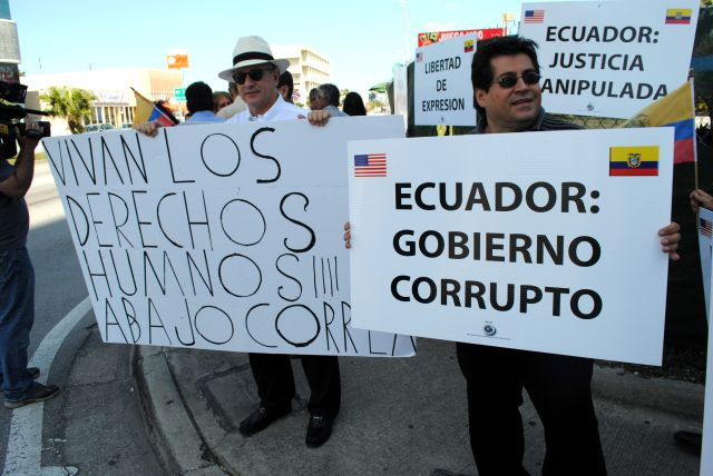 Ecuatorianos se manifiestan contra Gobierno de Correa