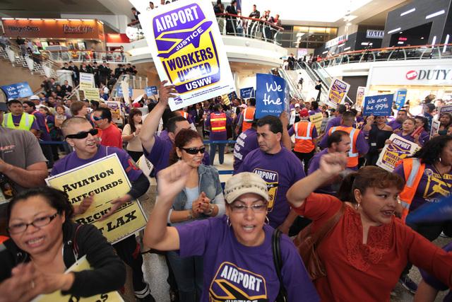 Cientos  protestan   por  sus  derechos