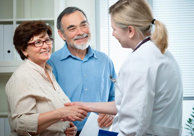 Las medicinas que reducen el colesterol, llamadas estatinas, son igualmente eficaces en los hombres y en las mujeres.