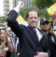 Director de El Universo permanecerá en Panamá