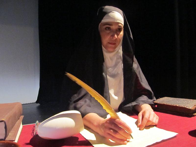 La actriz y escritora Ángeles Romero interpreta a Sor Juana Inés de la Cruz en una obra que se presentará en Talento Bilingüe de Houston.