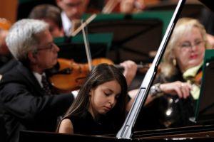 Con nueve años ya es solista en conciertos