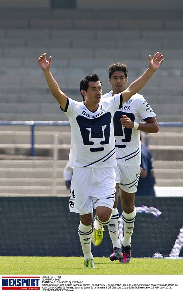 Juan Carlos Cacho está obligado a producir goles para Pumas.