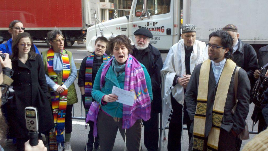 El grupo de religiosos reclama justicia social.