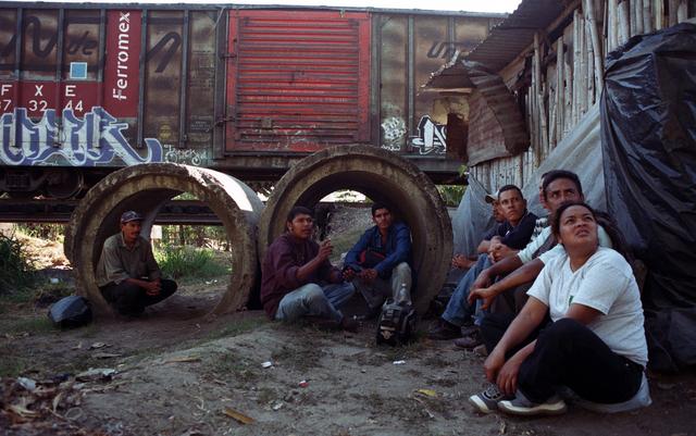 A pesar de las denuncias, en México continúan las vejaciones contra menores que cruzan territorio de ese país hacia Estados Unidos.