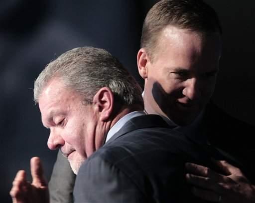 Peyton Manning al borde de las lágrimas.