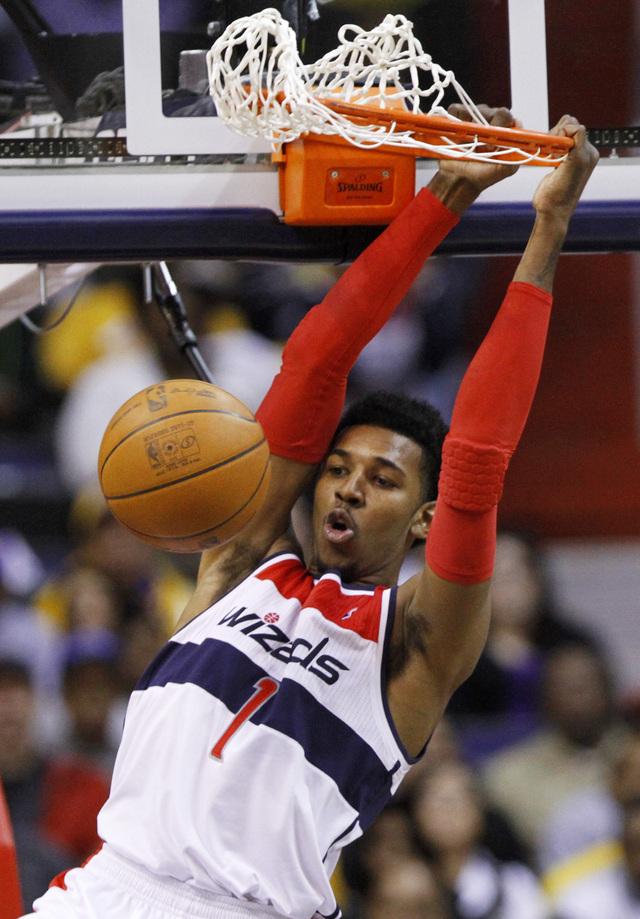 Lakers dan otra de arena