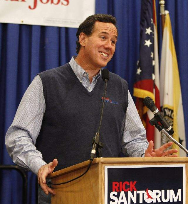 Santorum pisa al frente en Puerto Rico