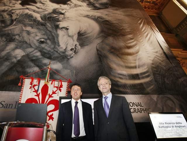 Matteo Renzi, alcalde de Florencia (izq.) y Terry García, de la National Geographic Society, tras la conferencia de ayer.
