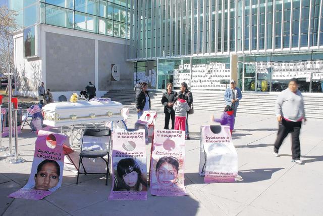 Buscan a sus hijas en Juárez