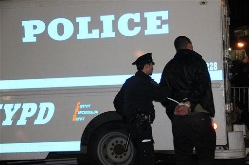 """Madrugada de arrestos de """"indignados"""" en NYC"""