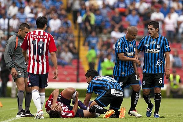 Termina el efecto Cruyff: Chivas 0-0 Gallos
