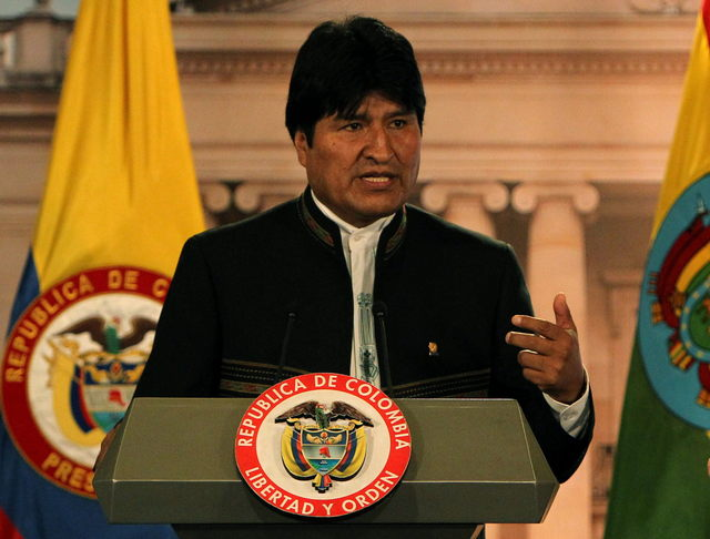 Morales amenaza cerrar embajada de EEUU