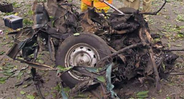 Explota coche bomba frente a diario en Tamaulipas