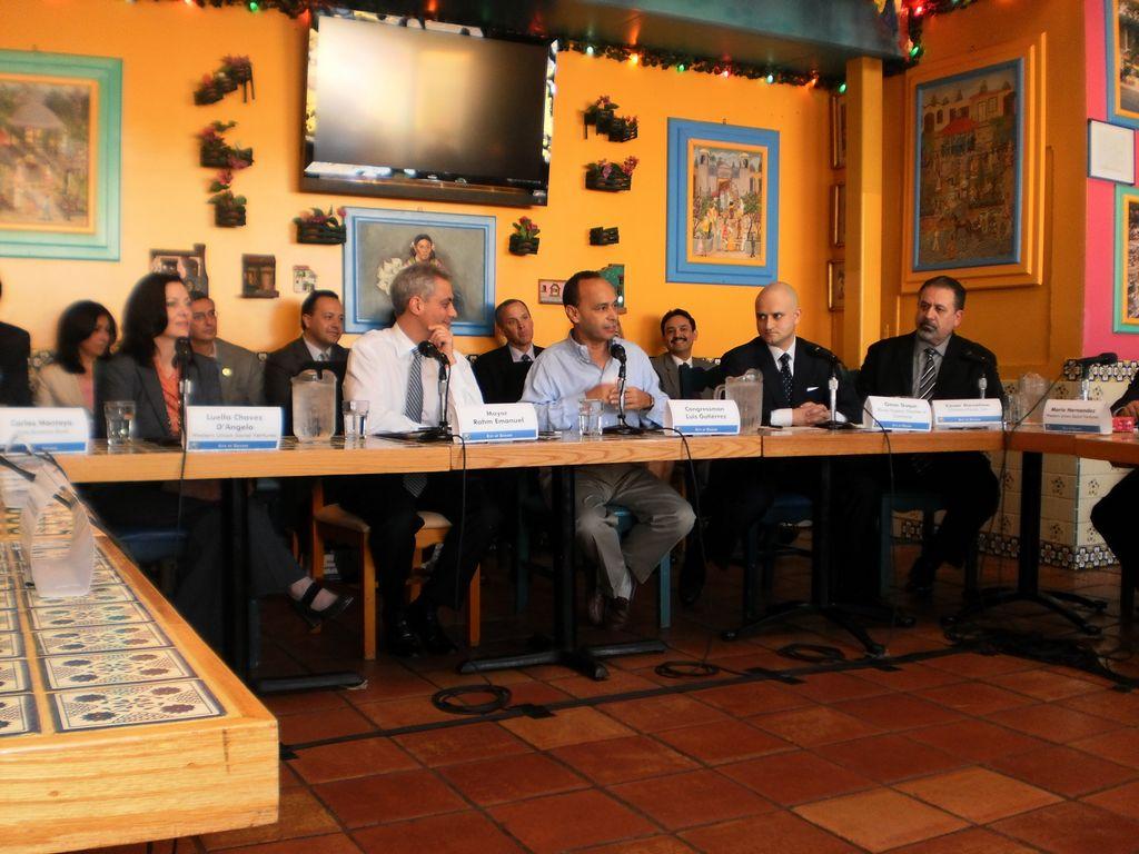 Buscan expandir el comercio hispano en Chicago