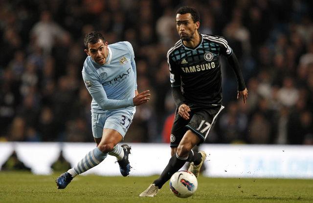 Manchester City gana; Tévez juega