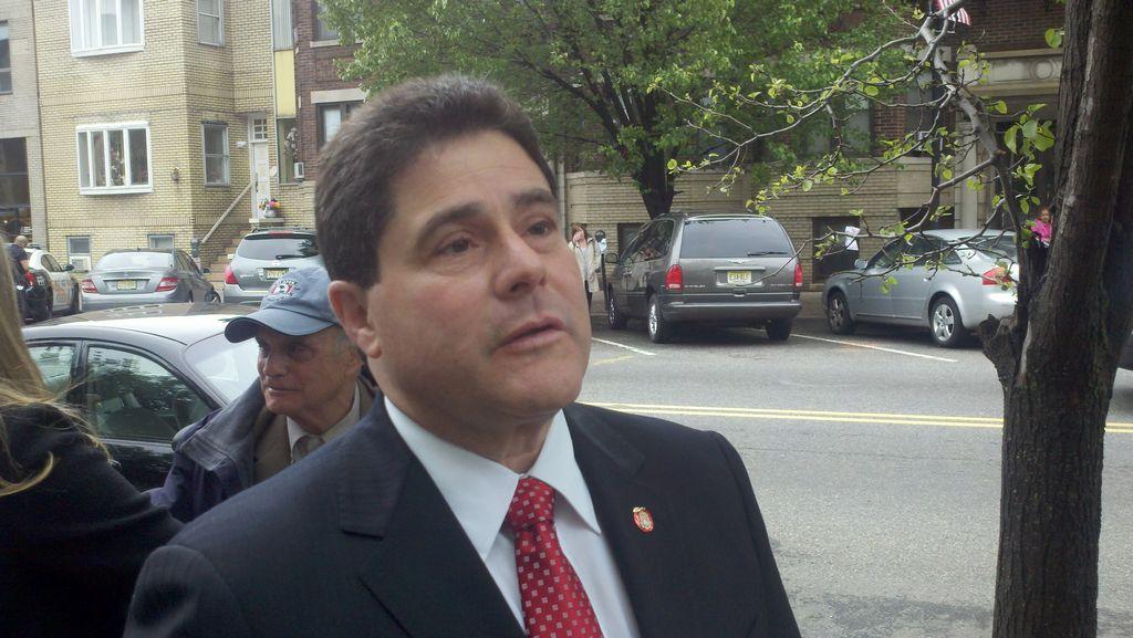 Alcalde de West New York en la mira del FBI