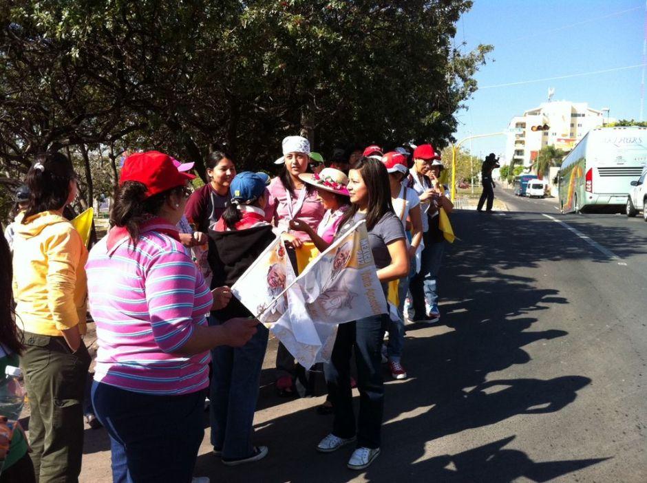 """Juventud mexicana amanece pidiendo: """"¡Queremos ver al Papa!"""""""