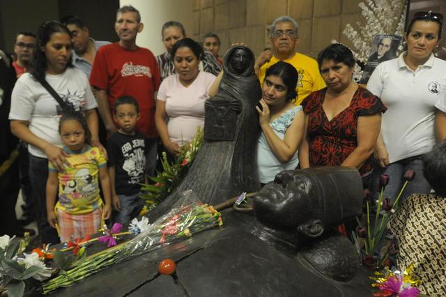 Salvadoreños recuerdan a  Romero