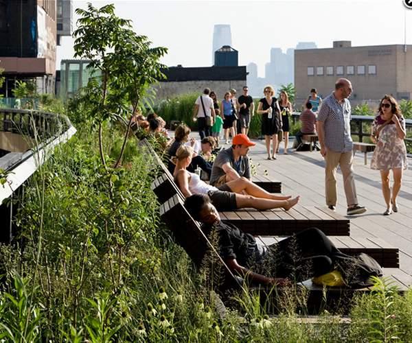 Un tren boca abajo en pleno parque High Line